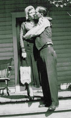 Rarely Seen Photos of Blanche and Buck Barrow of the Bonnie and Clyde Barrow Gang, ~ Vintage Everyday Bonnie And Clyde Death, The Bonnie, Vintage Pictures, Old Pictures, 1920s Gangsters, Platte City, Creepy Photography, Bonnie Parker, Mafia Gangster