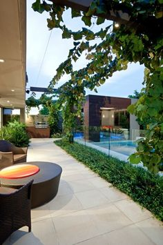 Contemporary Home in Surrey Hills 06