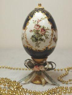 """Лига Декупажниц"" Egg Crafts, Easter Crafts, Easter Art, Easter Eggs, Types Of Eggs, Egg Shell Art, Carved Eggs, Easter Egg Designs, Diy Ostern"