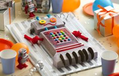 I am all over this robot cake.