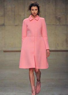 Розовое пальто valentino