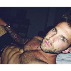 The 33 Hottest Man Selfies of 2014 Will Make You Pass Out: Are you sitting down?