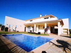 Villa i Sa Ràpita, Spanien – boka via HomeAway. Njut av denna bostad på semestern med 8 bäddar och med internet, med strandläge, nära golfbana, med trädgård, husdjur tillåtna, från 3317 SEK per natt.