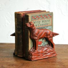 Irish Setter Bookends by Territory Hard Goods Red Dog, Irish Setter, Vintage Shabby Chic, Just For Fun, Tech Accessories, Bookends, Carving, Homesteading, Dogs