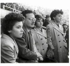 1950, Salvador Allende e hijas Latino Americano, American War, Socialism, Iron Man, Revolution, Che Guevara, Mexico, Augusto Pinochet, Political Posters