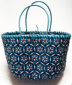 You cute lil Basket by Angelika on Etsy Basket Weaving Patterns, Knitting Patterns, Weaving Art, Hand Weaving, Crochet Cord, Pine Needle Baskets, Weaving Designs, Vintage Baskets, Valentine Gifts
