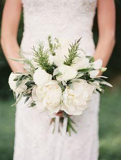 White #peony bridal #bouquet   Photography: http://geneoh.com