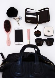 In my bag (Fanny Nord) School Bag Essentials, Purse Essentials, Summer Essentials, Airplane Essentials, What In My Bag, What's In Your Bag, Cute Laptop Bags, Inside My Bag, What's In My Purse