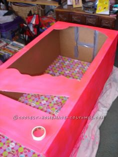 Coolest Homemade Barbie in a Box Halloween Costume - 1 Barbie Box Costume, Barbie Halloween Costume, Halloween Costumes For Girls, Halloween Kostüm, Barbie Theme, Barbie Birthday, Barbie Party, Birthday Cakes, Spongebob