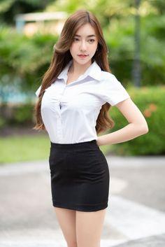 Cute Asian Girls, Beautiful Asian Girls, Cute Girls, Beautiful Women Pictures, Sexy Outfits, Asian Beauty, Girl Face, Mini Skirts, Long Hair Styles