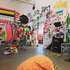 grafitti walls, neon colors, punk decoration