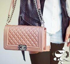 مدل بهاره کیف دستی زنانه چنل Chanel 2015 93 همه مدل ها در سایت بی جامه : http://www.bijame.com/chanel-women-spring-style-handbag-2015-93/ #مدل_کیف #کیف_دستی #چنل #chanel #مدروز #فشن