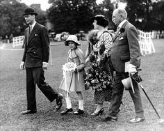Princess Elizabeth with her parents at the Richmond Horse Show in 1935. Princess Elizabeth, Princess Charlotte, Queen Elizabeth Ii, Duchess Of York, Duke And Duchess, Royal Blood, House Of Windsor, English Royalty, Queen Mother