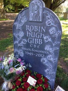 Robin Gibb of the Bee Gees final resting place. in pic 2 you can see one of his houses ( mansion) where his family still resides. Cemetery Headstones, Old Cemeteries, Cemetery Art, Graveyards, Cemetery Statues, Unusual Headstones, Famous Tombstones, Famous Graves, Momento Mori