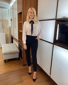 """Love Holly Willoughby on Twitter: """"Morning Tuesday! 🖤 @hollywills @thismorning… """" Holly Willoughby Outfits, Holly Willoughby Style, Slim Fit Trousers, Black Trousers, This Morning Fashion, Latest Outfits, Stunning Dresses, Office Outfits, Colorful Fashion"""