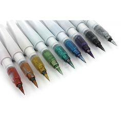 Kuretake Zig Wink of Luna Metallic Brush Pen. Remember the Zig Wink of Stella Glitter Brush Pens? This is the metallic version! Jet Pens, Wink Of Stella, Pen And Paper, Brush Lettering, Copics, Brush Pen, Art Supplies, Office Supplies, Markers