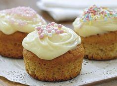 Cupcakes – eller muffins, som de også hedder – er blevet vældig populære. Og de er da også nemme at lave og sjove at dekorere.