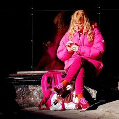 Pink Lady. #pink #rosa #pinklady #rosadrömmar #colors #colour #colorphotography #colourphotography #streetphotography #gatufoto #götgatsbacken #söder #södermalm #stockholm by hansostlin