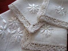 Vintage Tablecloth Linen Luncheon Cloth Napkins Bobbin Lace Trim