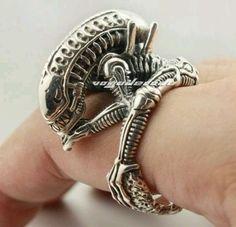 Alien ring,this is wild Bijou Geek, Giger Art, Hr Giger, Sterling Silver Jewelry, Silver Rings, Xenomorph, Alien Vs Predator, Unusual Rings, Geek Jewelry