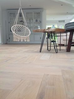 Chair for playroom Foyer Flooring, Living Room Flooring, Home Living Room, Wood Flooring, Floor Design, House Design, Happy New Home, Home Landscaping, Interior Inspiration