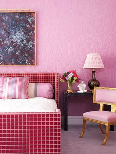 Now we're talking! I ADORE that fuchsia headboard and footboard pattern. But all the gold trimmings are what have me in love. And is that some Radiant Orchid I spy?