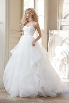 2015 Wedding Dress Trends - 7 Toronto Boutiques Share What's Hot! - EventSource.ca Blog