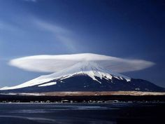 The original photo of a lenticular cloud over Mount Fuji