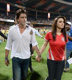 Kolkata Knight Riders @Kolkata Knight Riders #KKR in 2014 won the title of champion #IPL2014 @Omg SRK #SRK #cricket #IPLFINAL2014 pic.twitter.com/GzIDa4KM5B