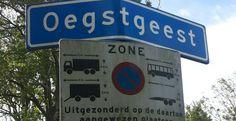 In Noord- en Zuid-Holland werd in de vroege middeleeuwen Oudnederlands en Oudfries gesproken. Jammer genoeg zijn er maar weinig teksten uit deze vroege periode bewaard gebleven. Wat we wel hebben zijn plaatsnamen. De historische taalkunde stelt ons in staat uit deze plaatsnamen een stukje cultuurgeschiedenis te destilleren.