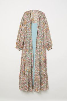 Long dress in airy, patterned, crinkled chiffon with a small stand-up collar and buttons at the front. Long balloon sleeves with narrow, buttoned cuffs, a s Western Outfits, Indian Outfits, Stylish Dresses, Casual Dresses, Maxi Dresses, Hijab Fashion, Fashion Outfits, Dress With Cardigan, Long Tops