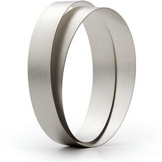 Bow Bangle from Niessing. A continuous band without beginning nor end with a meditative, sculptural quality.