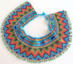 He encontrado este interesante anuncio de Etsy en https://www.etsy.com/es/listing/259945467/mexican-huichol-beaded-choker-necklace