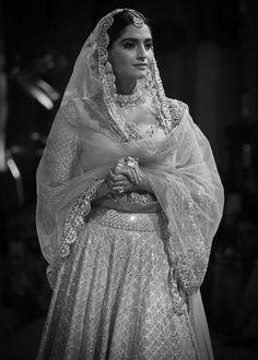 Sonam Kapoor, Bollywood, Actresses, Wedding Dresses, Beauty, Fashion, Female Actresses, Bride Dresses, Moda