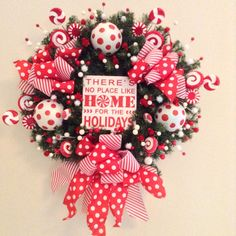 Christmas Peppermint Wreath / Red and White Door by CraftsbyBeba