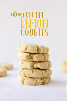 Cut out these Chewy Vegan Lemon Cookies in Fruit Shapes for tasty snacks to serve at your Tropical Fruit Party. These delicious Vegan Lemon biscuits will go down a treat with all your party guests. Vegan Treats, Vegan Foods, Vegan Lunches, Diet Foods, Biscuits Végétaliens, Vegan Biscuits, Vegan Scones, Shortbread Biscuits, Snacks Sains