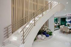Navegue por fotos de Corredores, halls e escadas modernos : . Veja fotos com as melhores ideias e inspirações para criar uma casa perfeita.