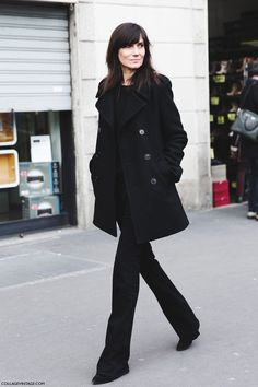 The street style during Milan Fashion Week Fall Winter 2015 2016 Vogue Paris, Looks Total Black, Emmanuelle Alt Style, Looks Style, My Style, Fashion Gone Rouge, Outfit Invierno, Style Casual, Street Style