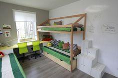 Im kleinen Kinderzimmer Hoch- und Doppelstockbetten nutzen