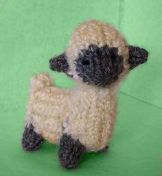 How to Loom Knit a Mini Sheep