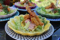 Pittige avocadosalade met crispy shrimps