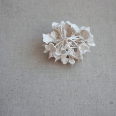 porcelain hydrangea Hydrangea Macrophylla, Pottery Classes, Jewelry Collection, Flora, Creations, Diy, Stud Earrings, Abstract, Crafts