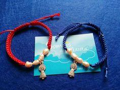 Ella las #Soñó para lucirlas junto a su #madre. #pulsera con #Virgen del #pilar en #macramé #rojo y #azul. #regalos #sueños #colores #patronas de #españa #artesanía #hecha a #mano para Ti.