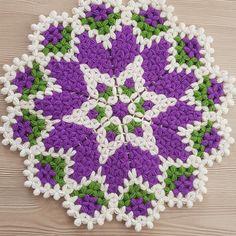 Kar Tanesi Lif Modeli Crochet Potholder Patterns, Crochet Shawl, Crochet Doilies, Crochet Flowers, Door Hanging Decorations, Crochet Circles, Crochet Kitchen, Love Crochet, Knitting Stitches