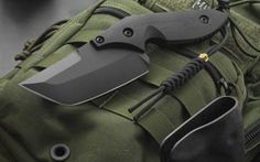 Looks like the Maxpedition Lunada Gearslinger behind that cool looking Knife!  Like the bag click here:http://www.maxpedition.com/store/pc/LUNADA-GEARSLINGER-2p484.htm