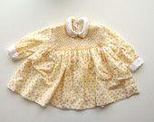 Vestito bambina da festa vintage maniche lunghe fiorellini gialli colletto e polsini bianchi ricamati sartoria