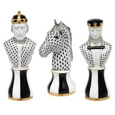 Tamás Ákos iparművész Herendi sakk készlete - Herend chess set by Ákos Tamás artist - The Herend Porcelain Manufactory is a Hungarian manufacturing company, specializing in luxury hand painted and gilded porcelain. Founded in 1826, it is based in the town of Herend