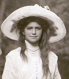 Grand Duchess Maria Romanov, 1912 - I see some of Alexey in her here