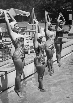 Synchronized swimmers, August training for the Rome Summer Olympic Games, Cairo, Egypt. Lake Pictures, Old Pictures, Beach Photos, Vintage Photographs, Vintage Photos, Female Swimmers, Vintage Swim, Vintage Sport, Synchronized Swimming