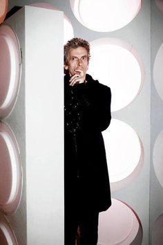 Find images and videos about doctor who, tardis and peter capaldi on We Heart It - the app to get lost in what you love. Doctor Who 12, Twelfth Doctor, Peter Capaldi, Matt Smith, David Tennant, Dr Who, Torchwood, Geronimo, Time Lords